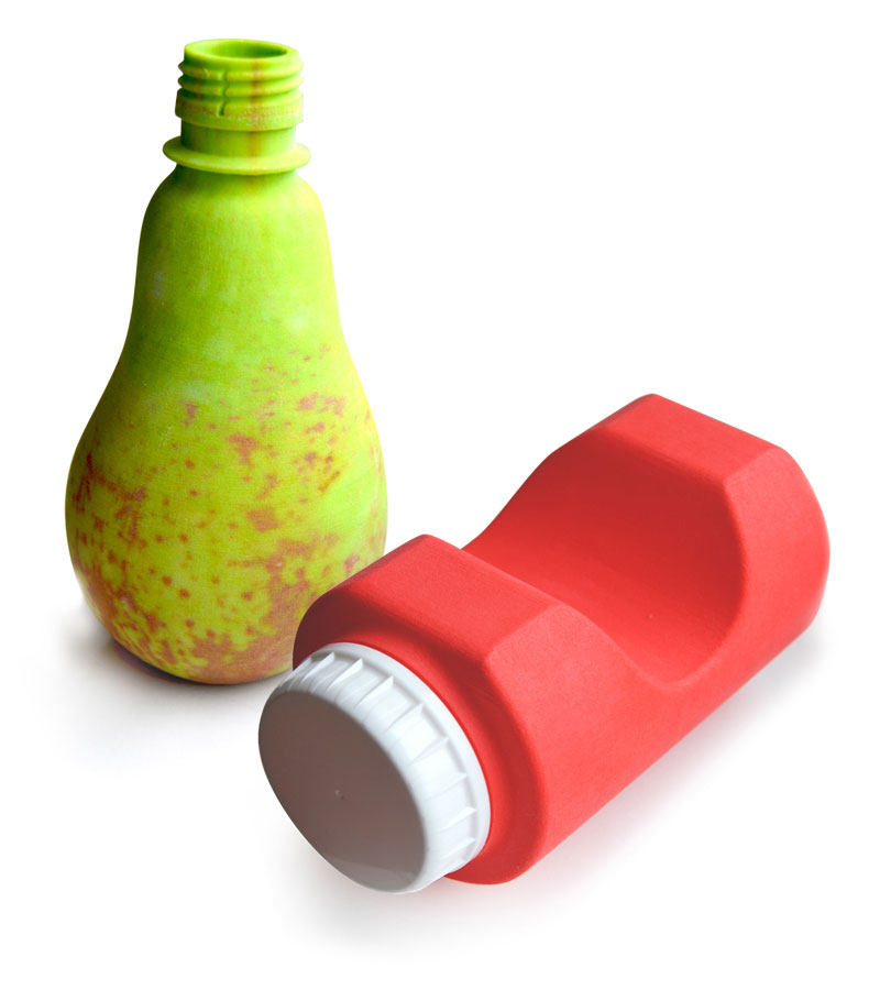 3D prints of a pear-like bottle and a spaghetti sauce bottle with built-in measurement tool
